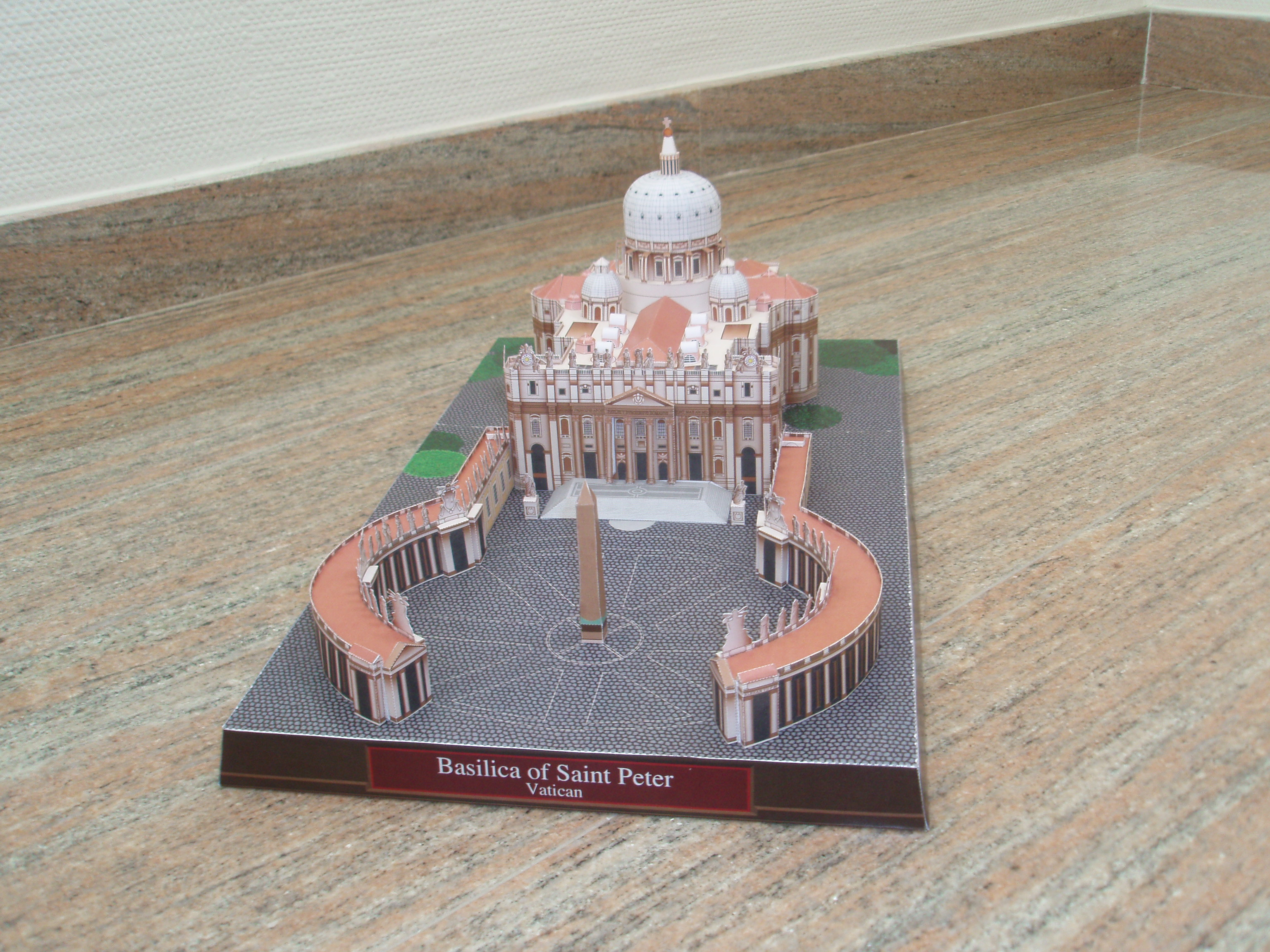 Papercraft model building - Basilica de San Pedro