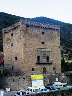 Papercraft building recortable y armable de la Torre del Infantado en Potes, España. Manualidades a Raudales.