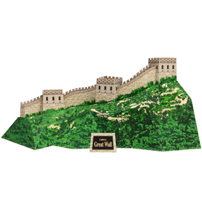 Papercraft model building de la Gran Muralla China.