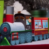 Papercraft imprimible y armable de un Tren navideño. Manualidades a Raudales.