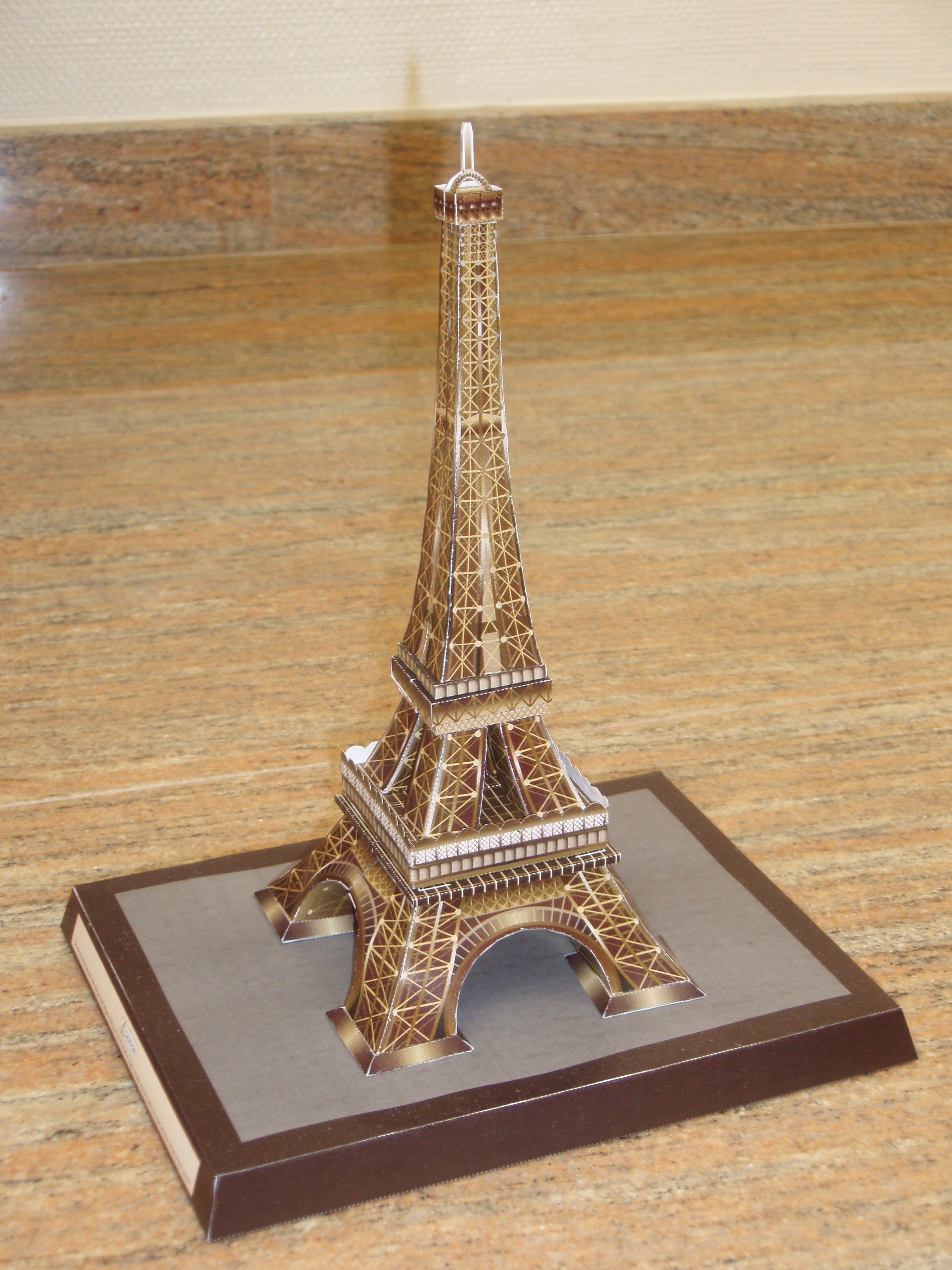 Papercraft - Torre Eiffel de Francia