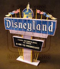 Papercraft imprimible y amable del Letrero Disneyland / Disneyland Marquee 1. Manualidades a Raudales.