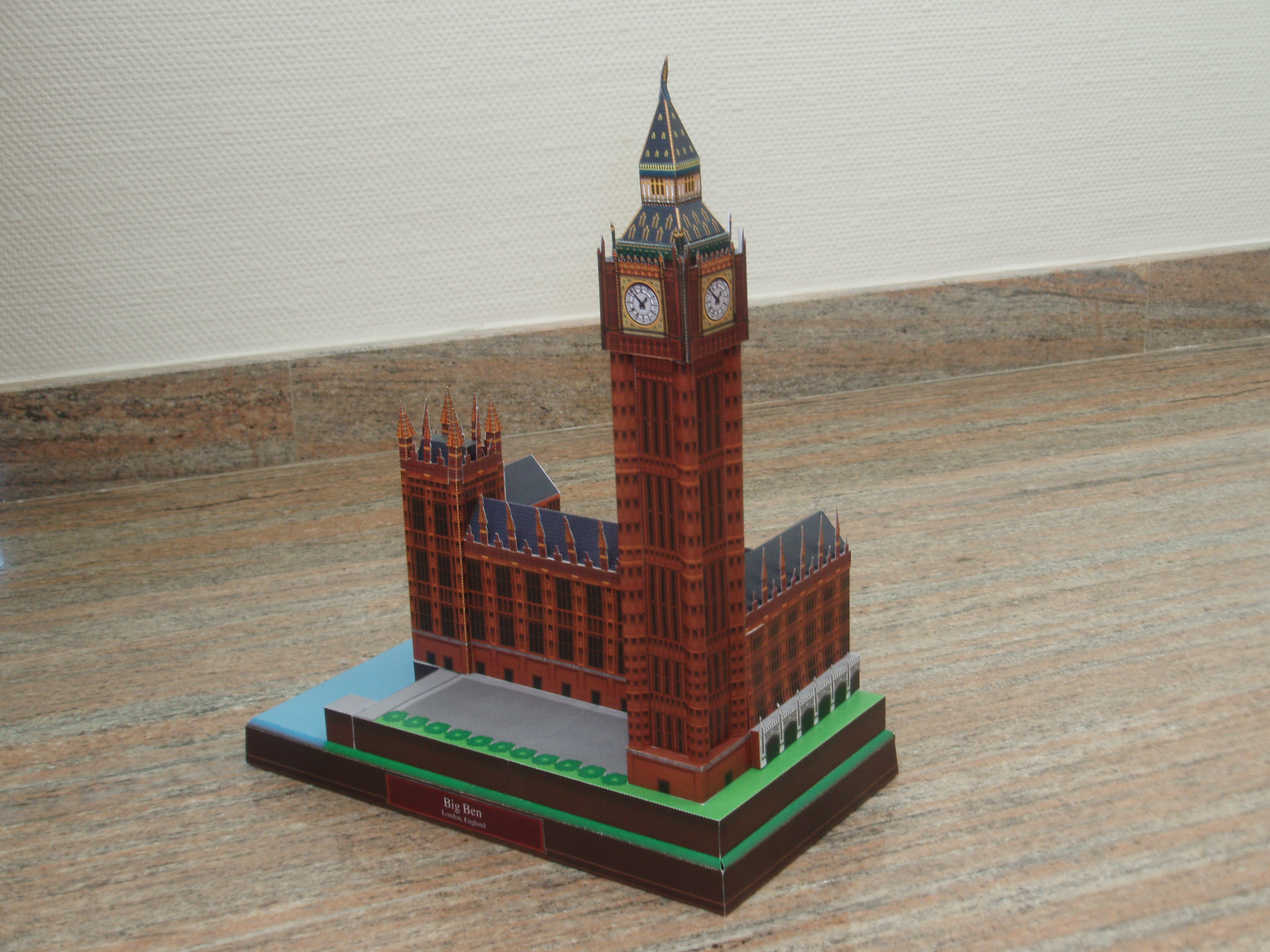 Papercraft building - London - Big Ben.